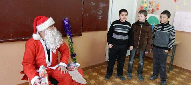 Tradiția lui Moș Craciun aduce în dar zîmbete și bucurii mult așteptate pentru copii activi!