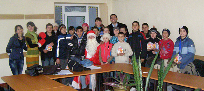 Santa Claus visits the children of Zirnesti