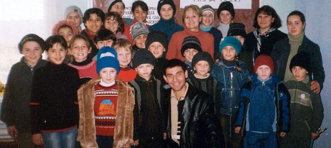 """Primul club al copiilor de proveninţă romă """"Roma Club"""" din Republica Moldova"""