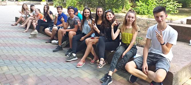 Tinerii învață cum să mobilizeze comunitatea de absolvenți în interes comunitar