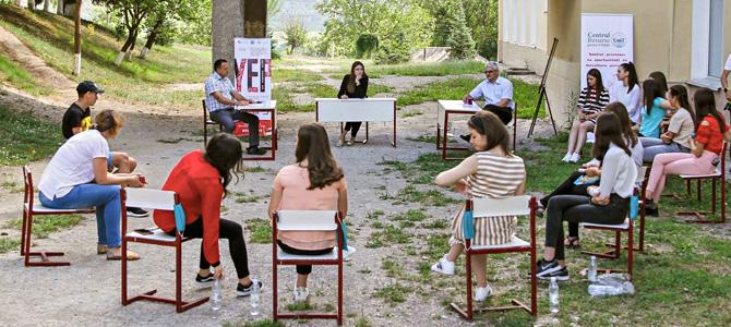 (Română) Toamna se numără bobocii: 635 tineri din 30 comunități rurale absolvenți ai Academiei Tinerilor Activiști organizată de Institutul pentru Inițiative Rurale (iRi)